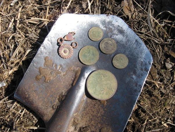 поиск монет на разгребенной монете